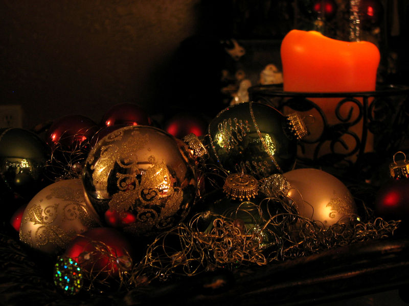 Tray of ornaments 07