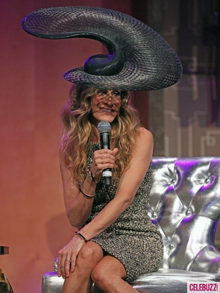 Sarah-Jessica-Parker-Wears-Huge-Hat-At-Luncheon-in-Melbourne-3-435x580